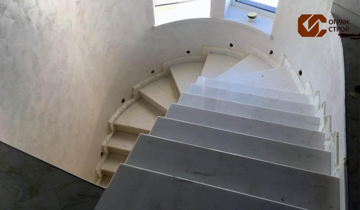Лестница-мрамор-принос-1