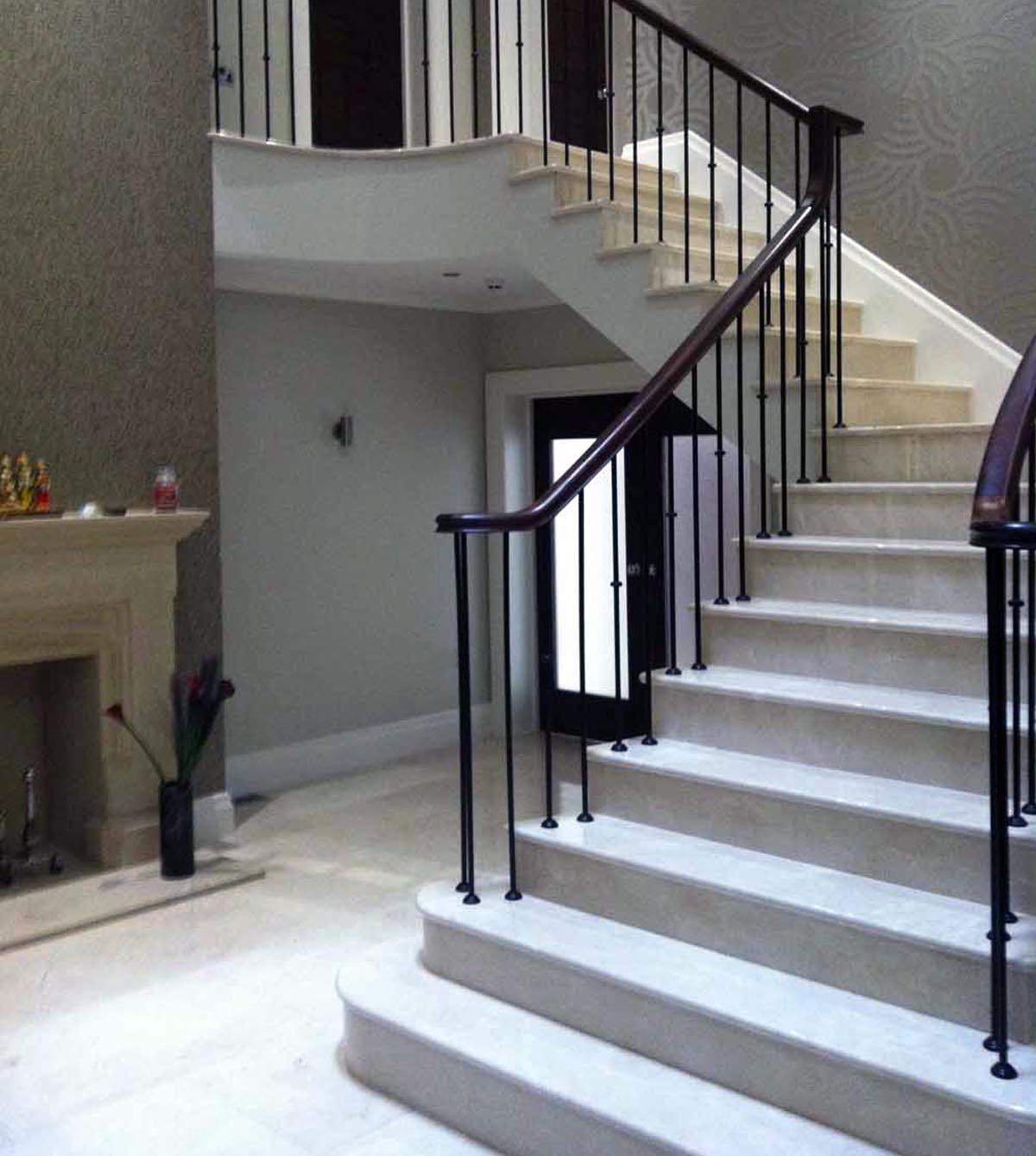 Лестница-мрамор-Крема-Марфил-2